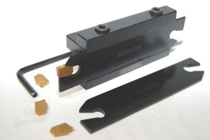 2 lames à tronçonner 4 inserts (2 et 3mm) + porte lame.jpg