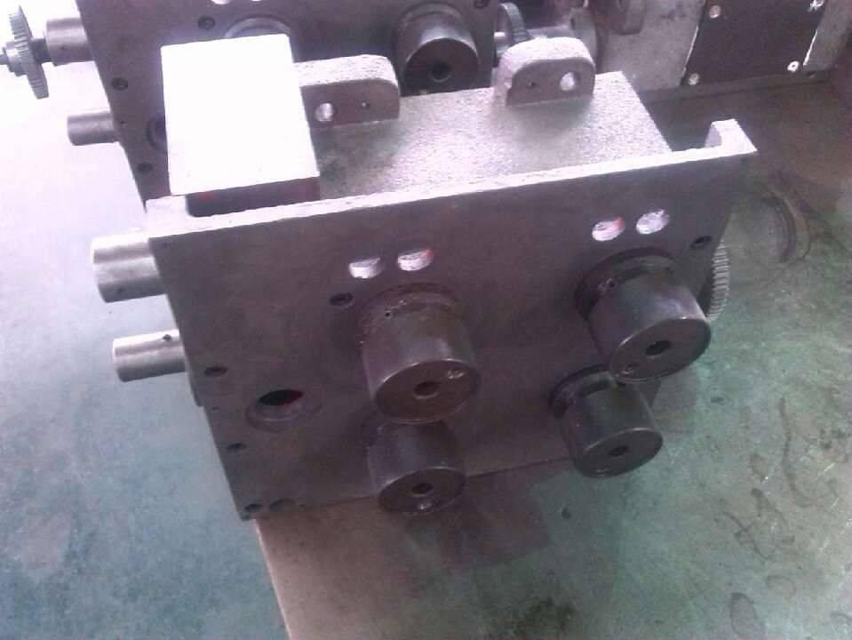 4-handle gear box.jpg