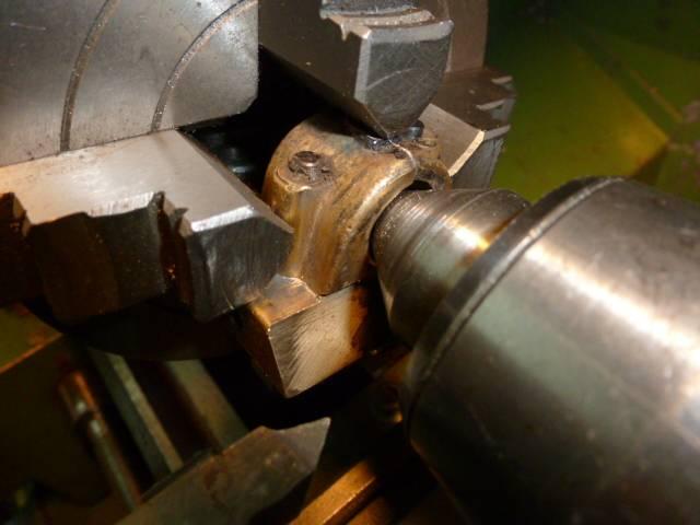 5-Centrage à la pointe tournante avant taraudage M15x1.5mm pas à droite.JPG