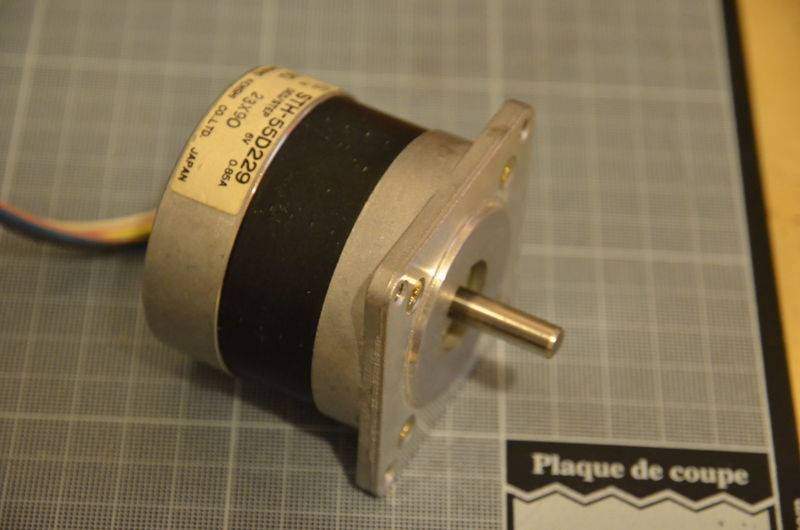 800px-Cheap_CNC_motor.jpg