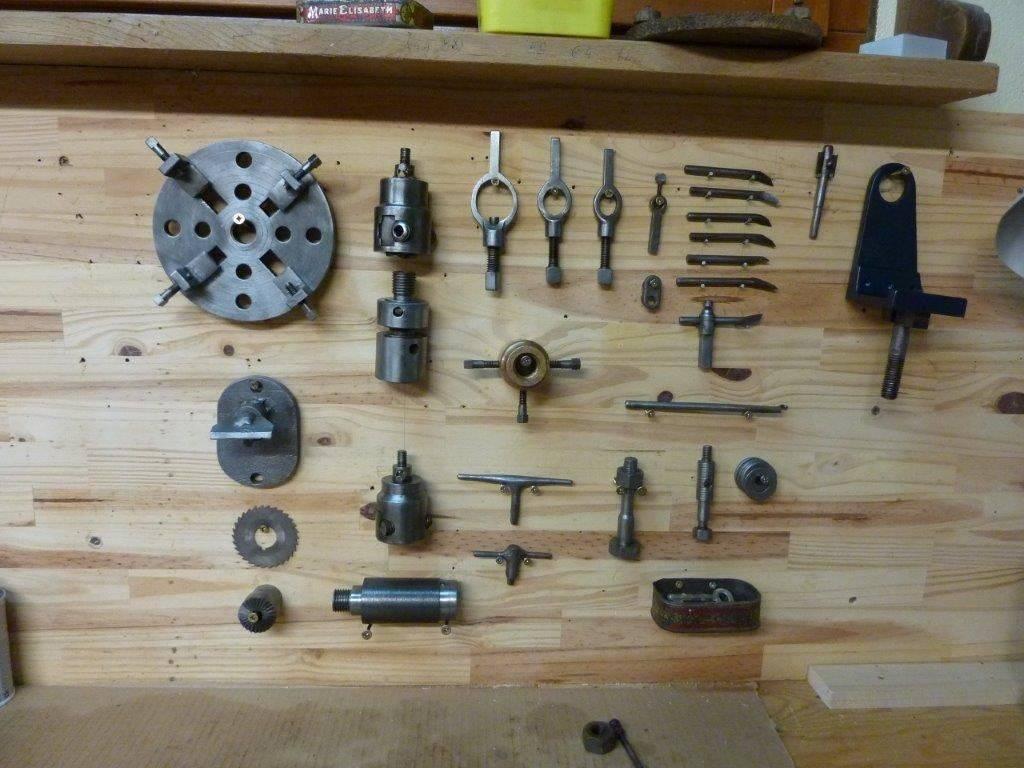 ancien tour à pédales outils.JPG