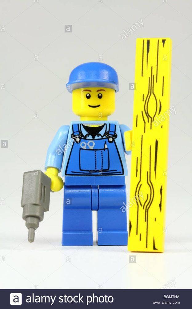 bricolage-bricoleur-passionne-ou-lego-avec-la-perceuse-et-plank-bgmtha.jpg