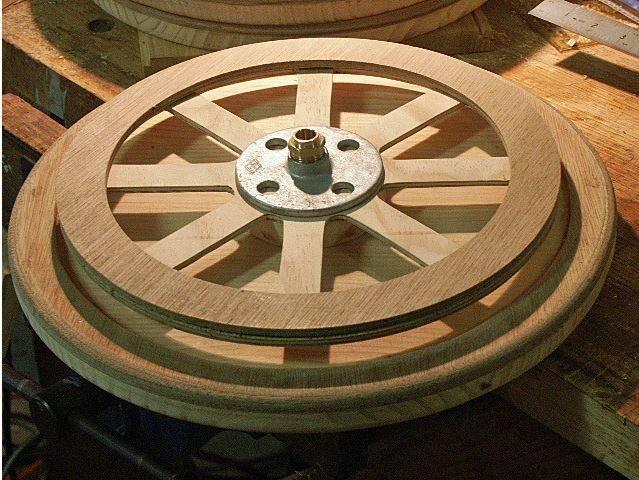 Capture roue Bugatti 35 à pédales, en bois.JPG
