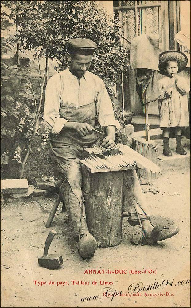 carte-postale-de-Arnay-le-Duc-Type-du-pays-tailleur-de-Limes.jpg