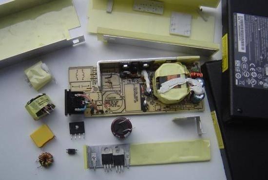 chargeur-de-pc-portable-19v-90w-composants.jpg