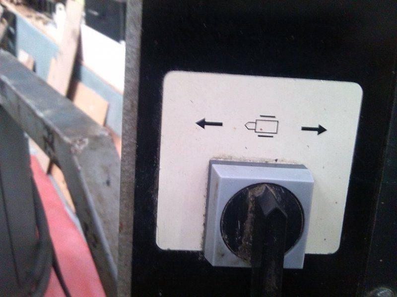 Commende de gauge à côté de L'écran.jpg
