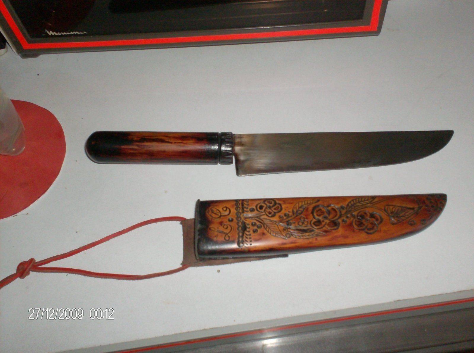 Couteau indien avec fourreau en chêne pyrogravé.jpg