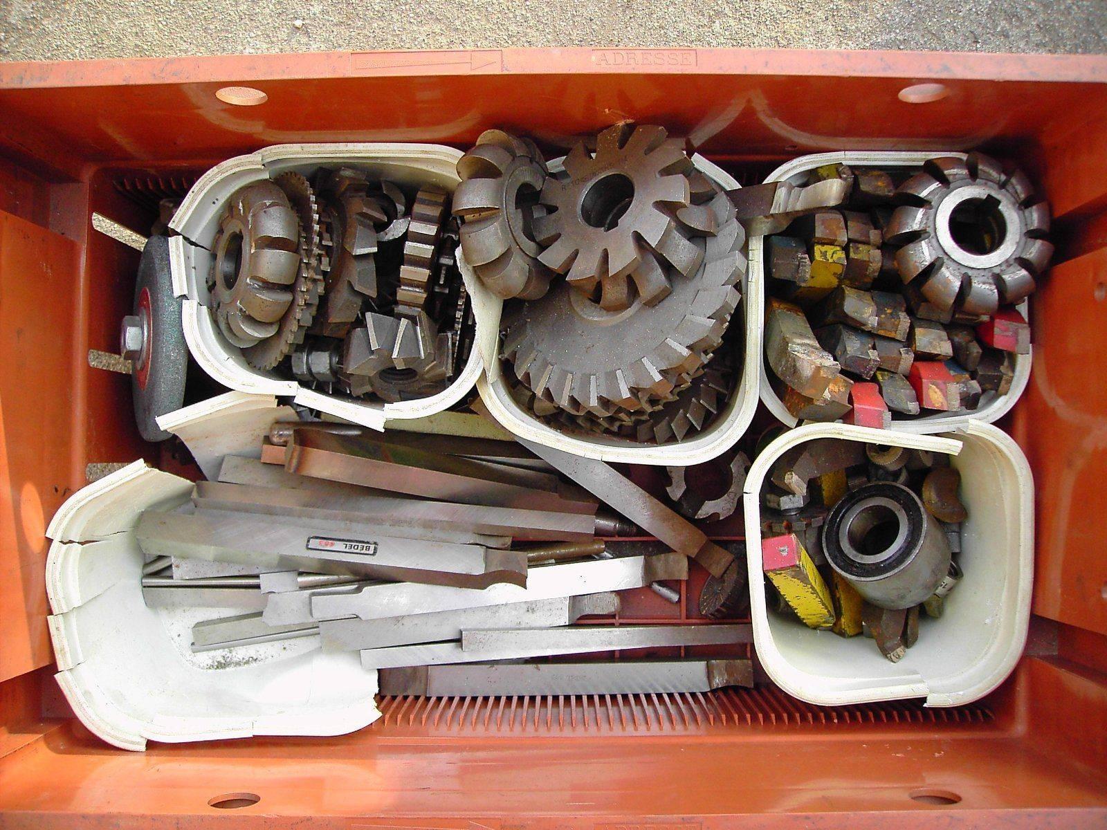 Des fraises et des outils.JPG