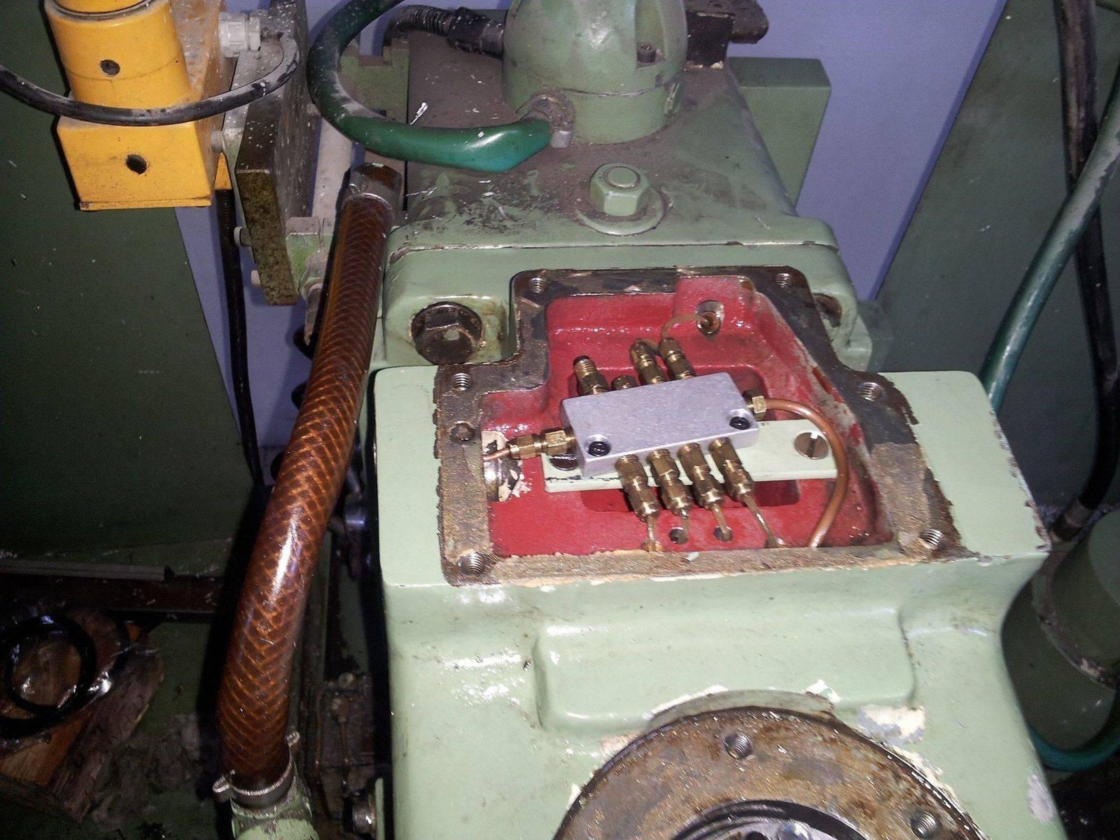 distributeur d'huile reliser avec la pompe.jpg