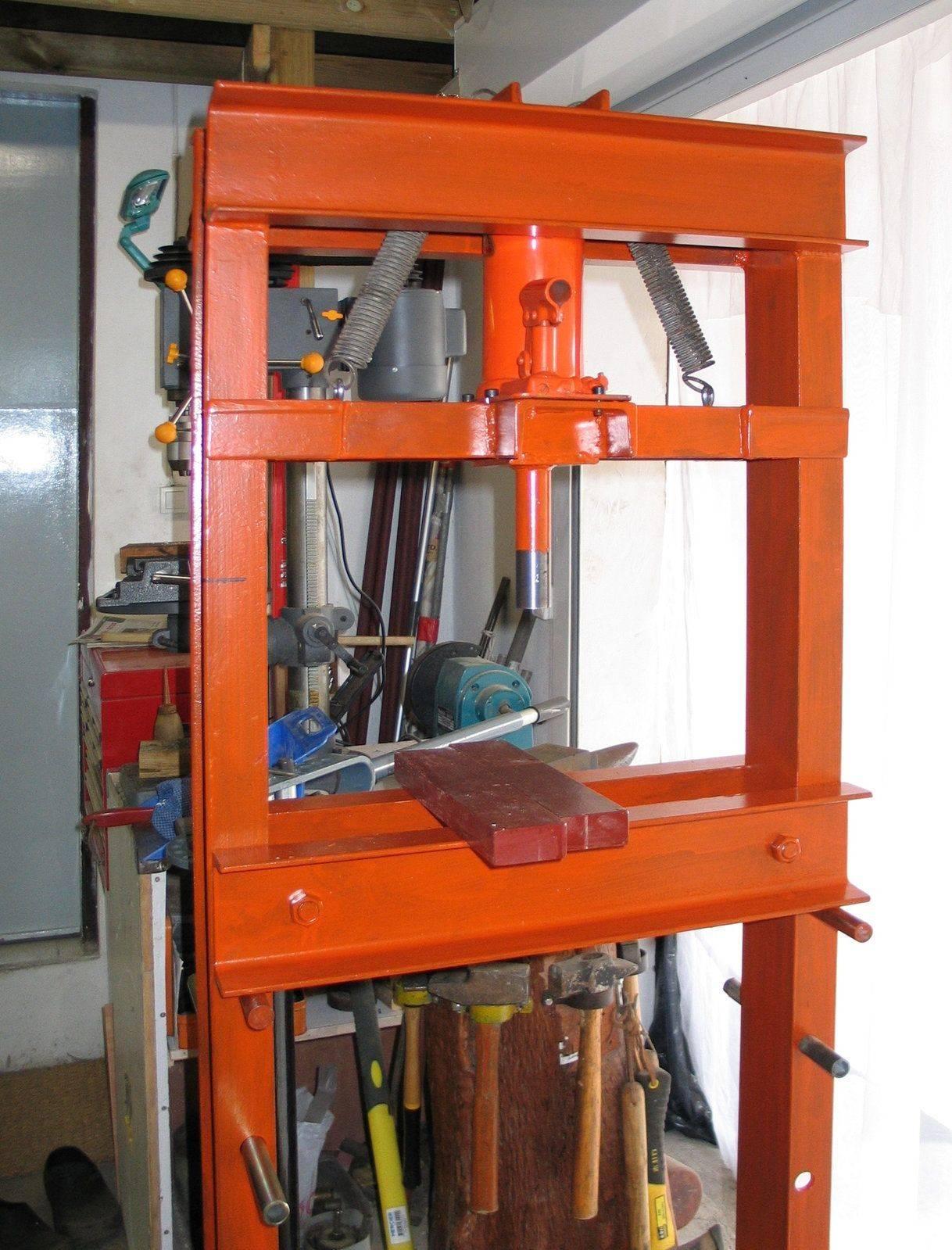 Hydraulic press 005.jpg