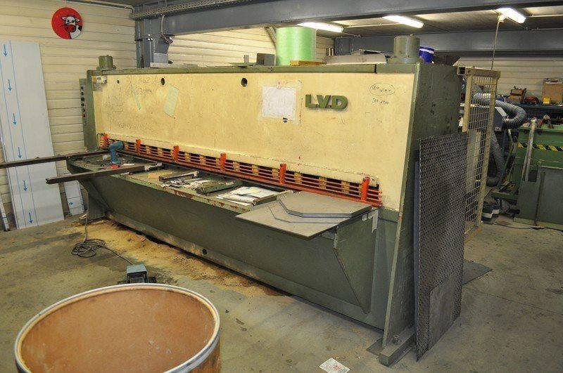LVD cisaille ,probléme fuite huile collecteur pompe hydraulique 004.jpg