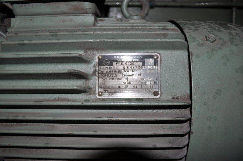 LVD cisaille ,probléme fuite huile collecteur pompe hydraulique 008.jpg