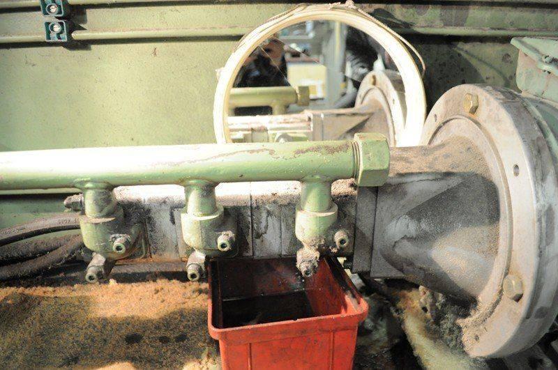 LVD cisaille ,probléme fuite huile collecteur pompe hydraulique 009.jpg