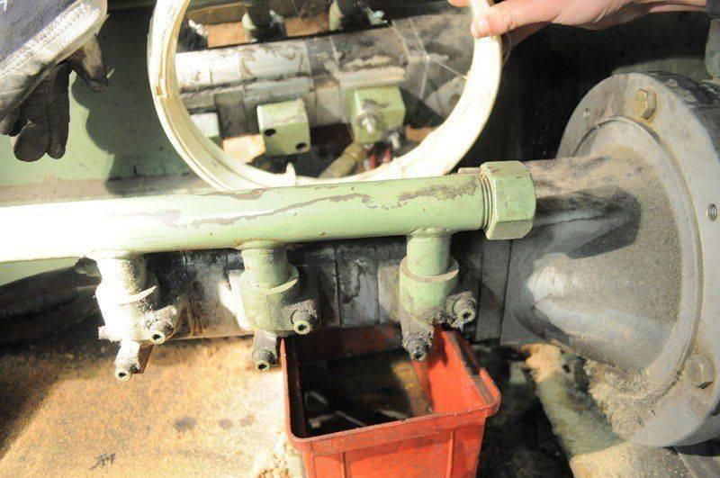 LVD cisaille ,probléme fuite huile collecteur pompe hydraulique 012.jpg
