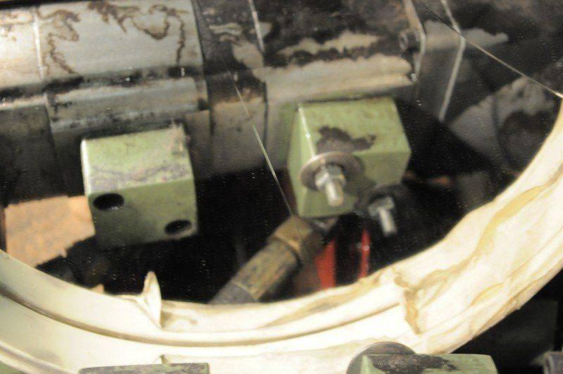 LVD cisaille ,probléme fuite huile collecteur pompe hydraulique 013.jpg