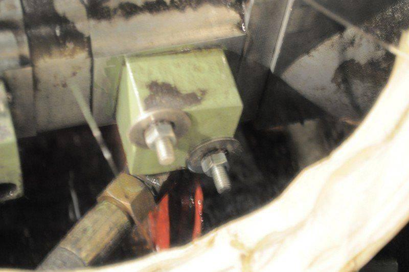 LVD cisaille ,probléme fuite huile collecteur pompe hydraulique 014.jpg