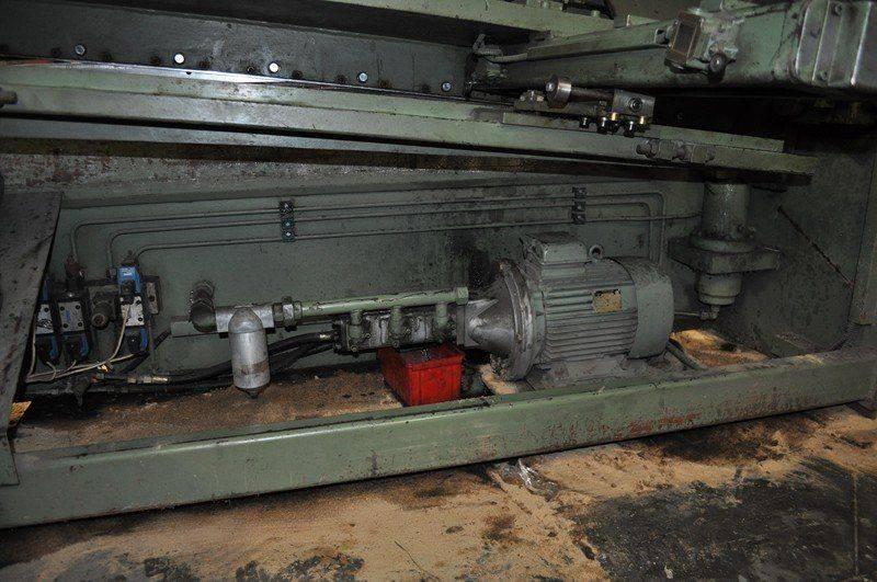 LVD cisaille ,probléme fuite huile collecteur pompe hydraulique 016.jpg