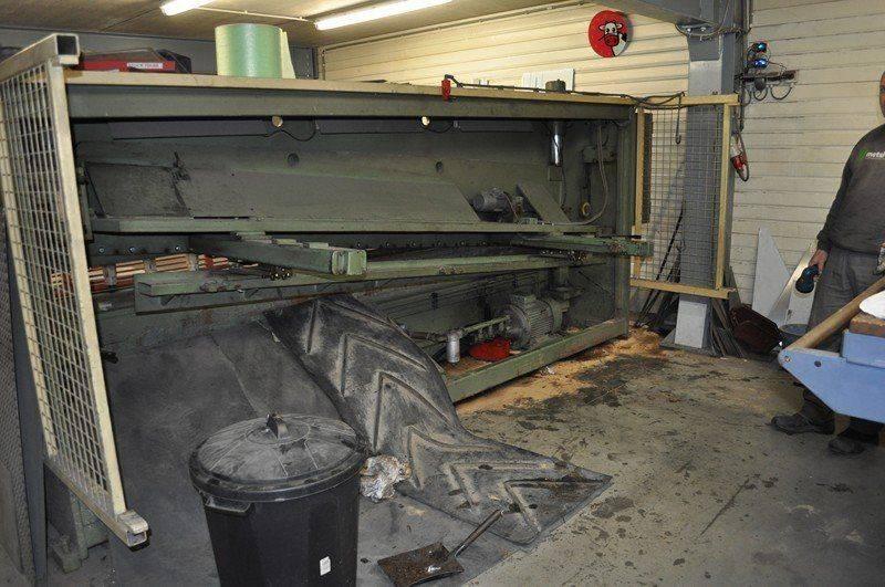 LVD cisaille ,probléme fuite huile collecteur pompe hydraulique 017.jpg