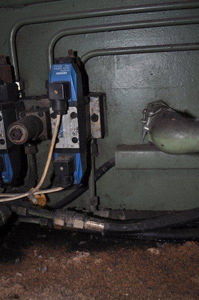 LVD cisaille ,probléme fuite huile collecteur pompe hydraulique 018.jpg