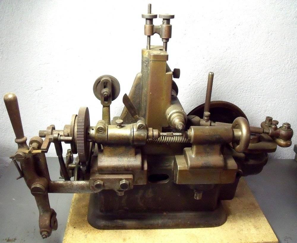Machine à tailler les roues.JPG