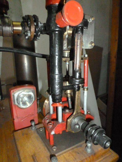 Monocylindre à vapeur 002.JPG
