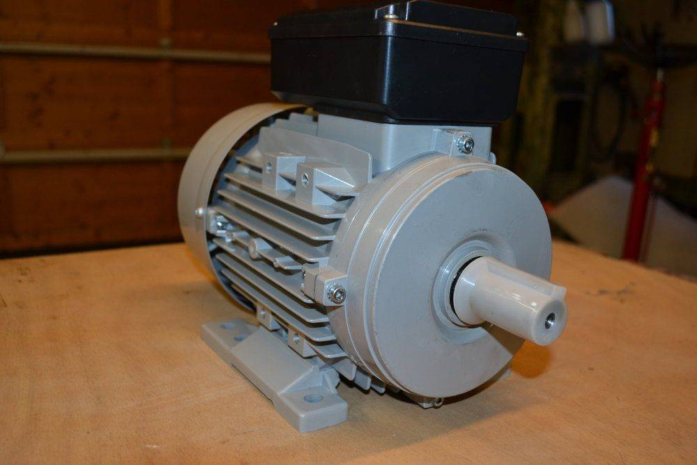 moteur tour à metaux 001.jpg