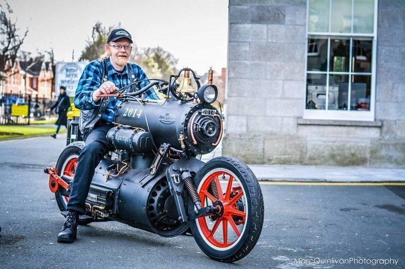 Motocyclette à vapeur.jpg