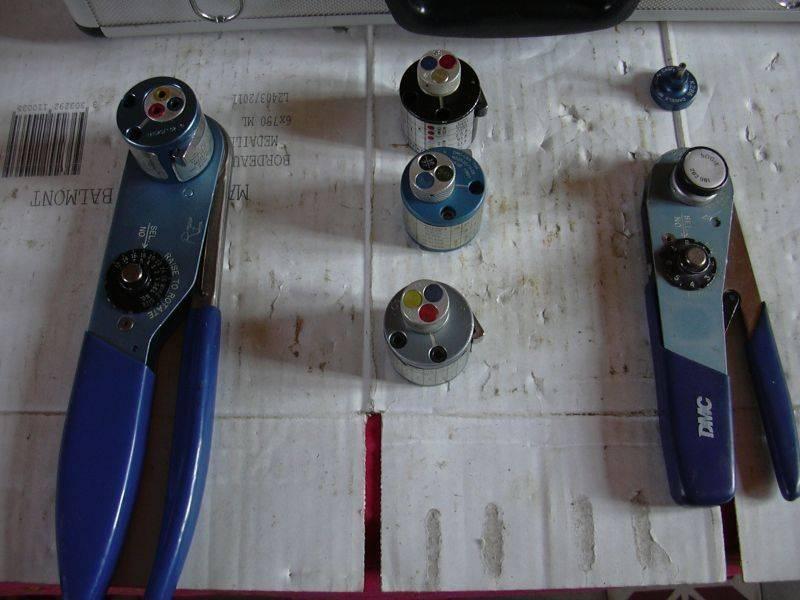 Pinces sertissage positionneurs montes et enclenches.jpg