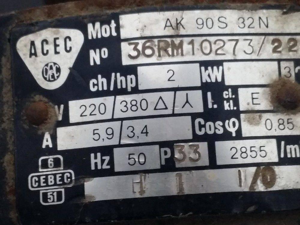 plaque de   l ancien moteur.jpg