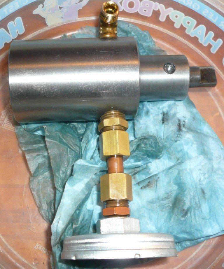 pompe lubboite broche1.JPG