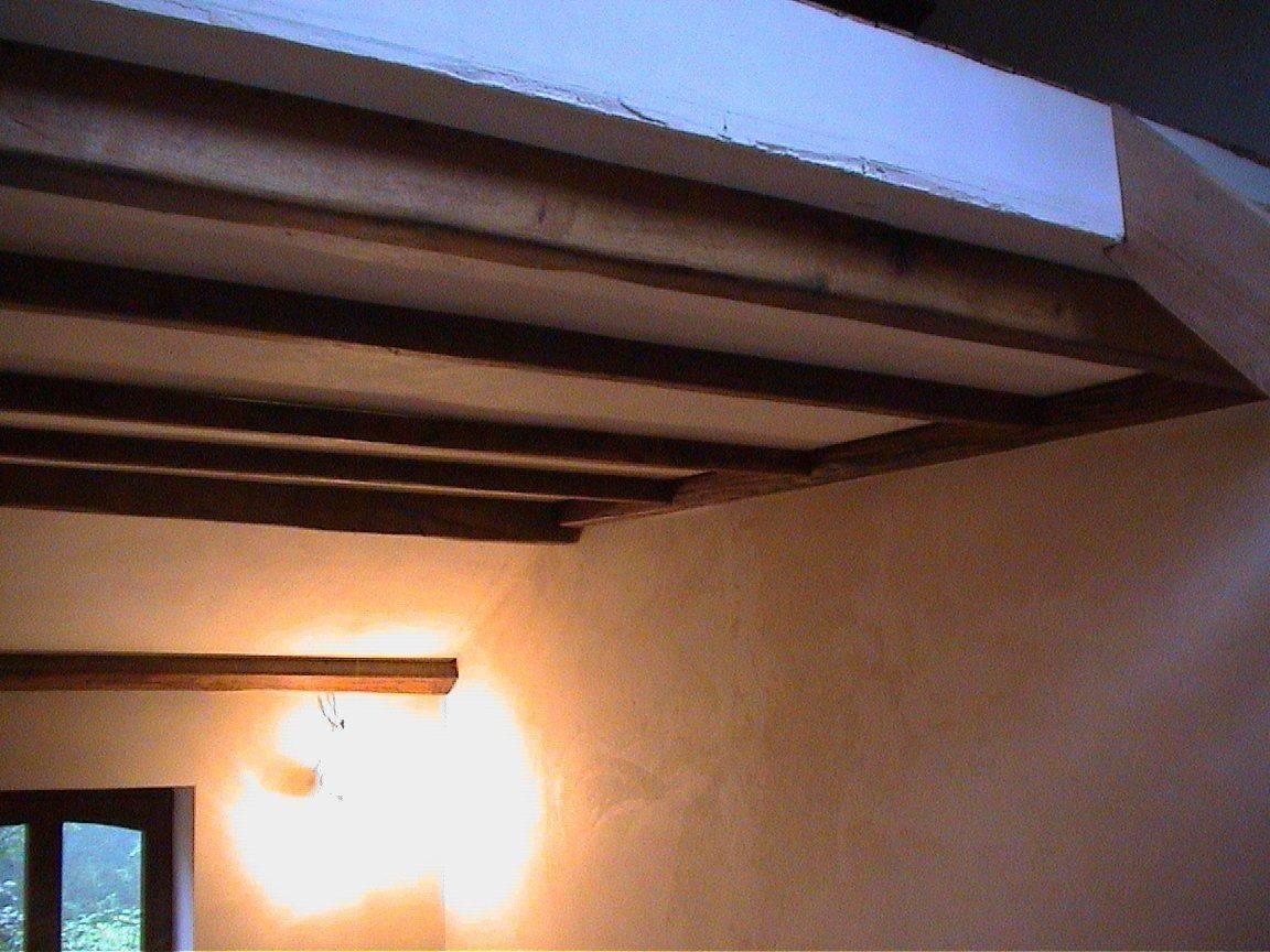 poutres en chêne au plafond du salon.jpg