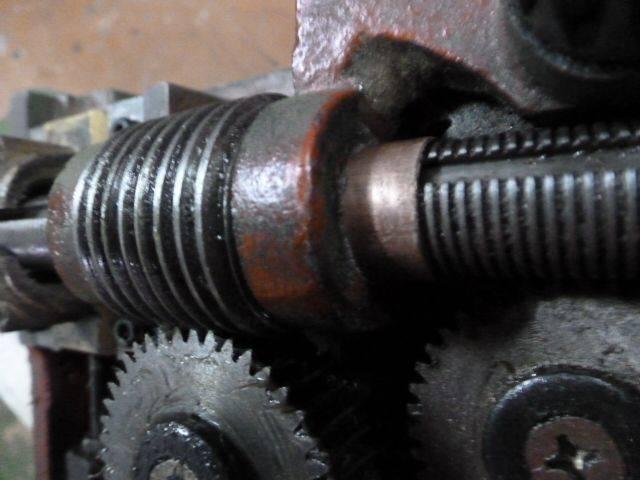 Réfection paliers de guidage vis mère - 1 - vis sans fin et pignon 42 dents neuf.JPG