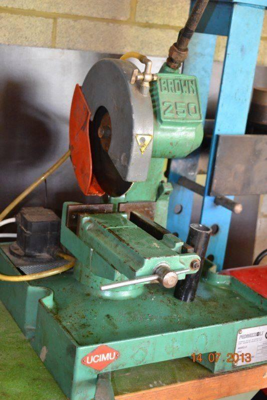 Scie à métaux Brown 250.jpg