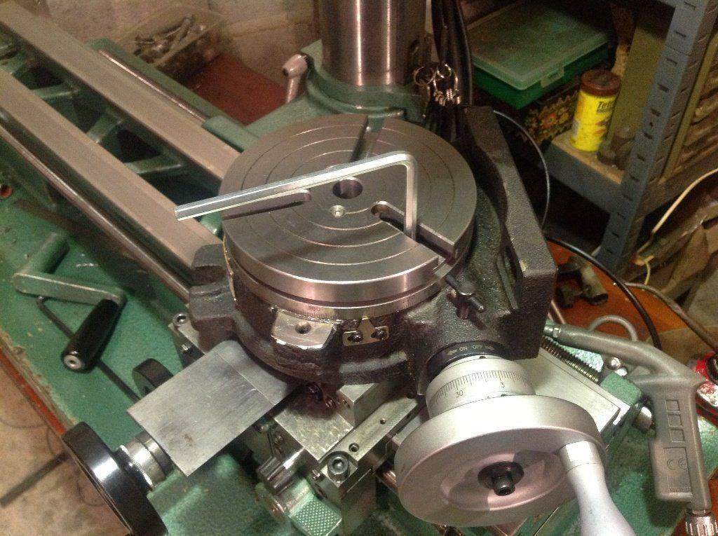 Serrage du diviseur sur la machine.JPG