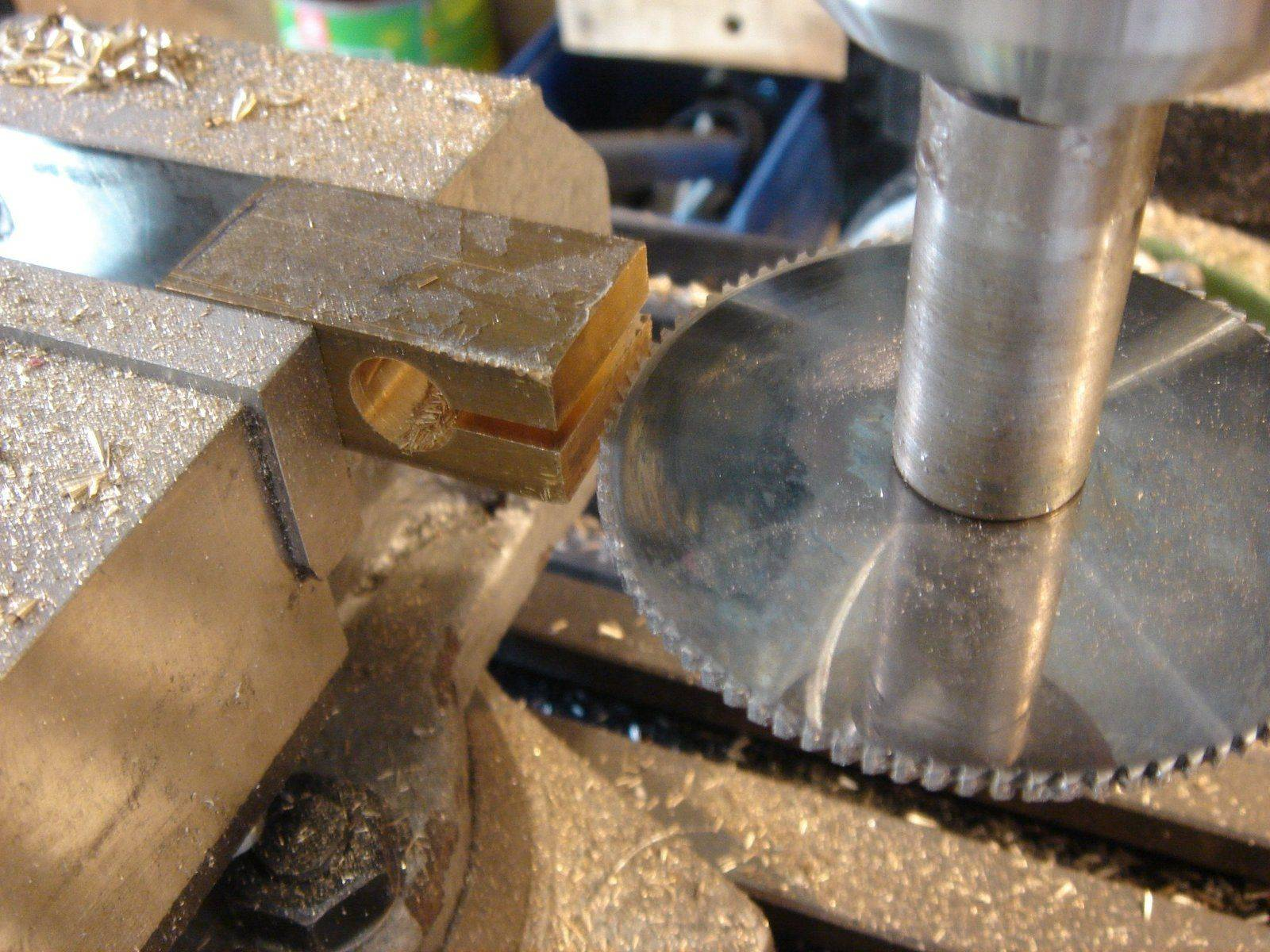 slitting saw.JPG