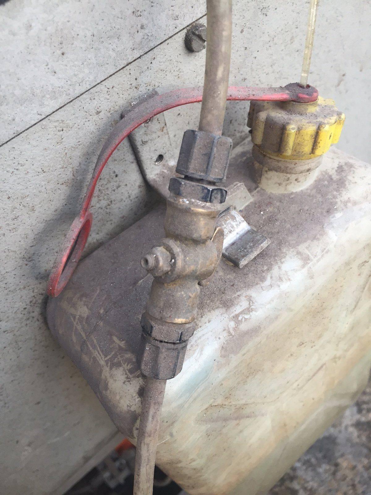 vanne réglage débit lubrifiant.JPG