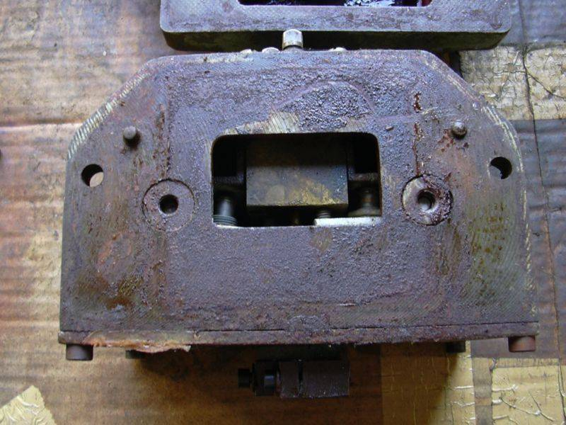 Z1C - Boitier FdC X  dessous - passage de cable.jpg